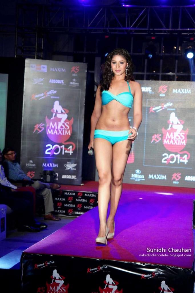Playback Singer Sunidhi Chauhan's Walks the Ramp in Hot Bikini