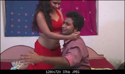 Bhojpuri Horny Wife Seducing Husband By Showing Navel and Getting Navel Kiss