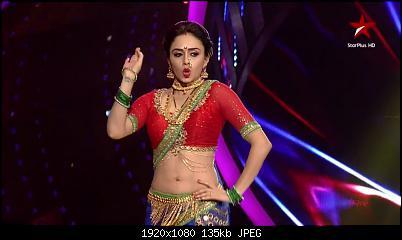 Desi TV Amruta Khanvilkar Navel Nach Baliye 7