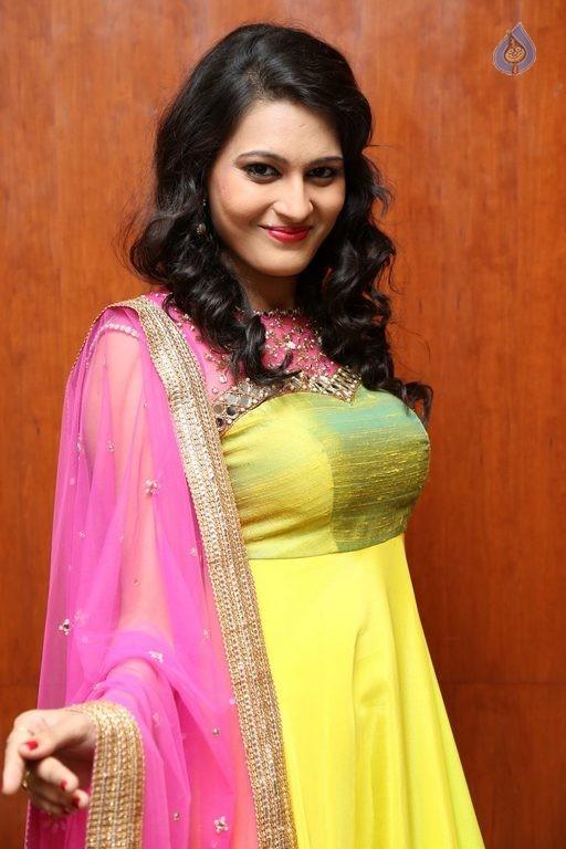 Swetha Jadhav sexy Big boobs