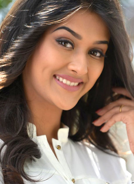 Sexy nude actress Pooja Jhaveri cum on her face hot naked dimple