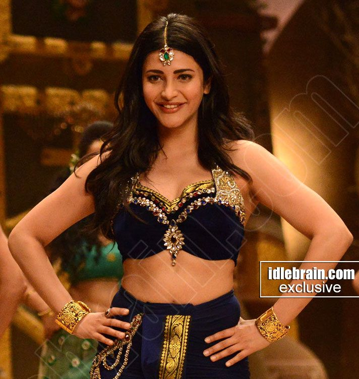 Shruti Haasan latest nude hot blouse naked navel song photo