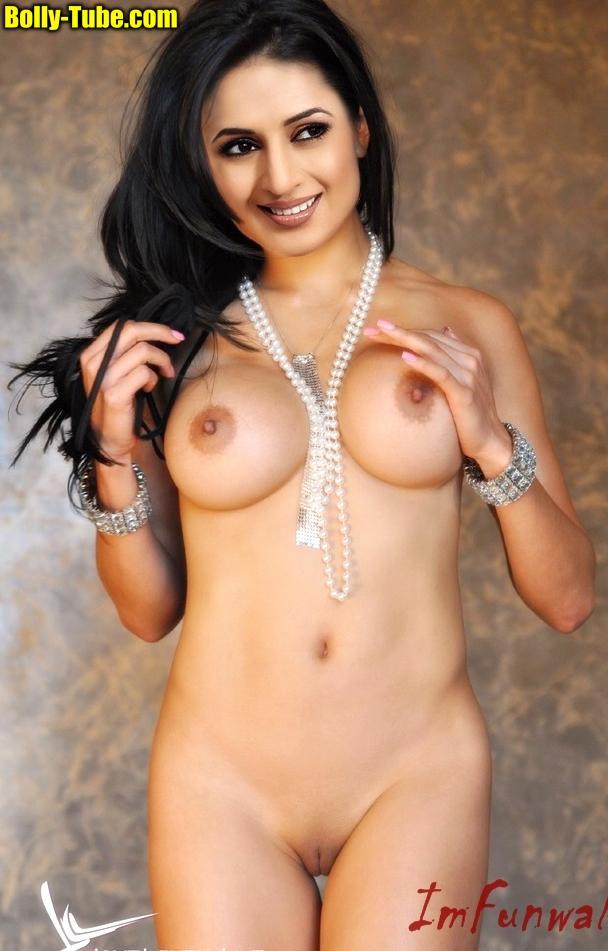 Naked Divyanka Tripathi shaved pussy without dress