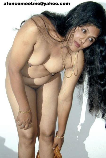 raveena tandon showing hanging boobs
