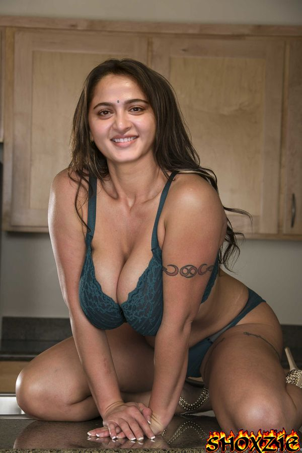 Anushka Shetty busty nude cleavage in bra xxx photo