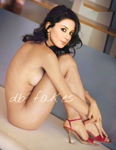 Minissha Lamba full nude photo without clothes on couch for director