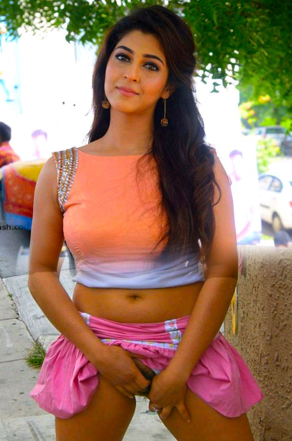 Nude navel Sonarika Bhadoria fingering her hot pussy in public