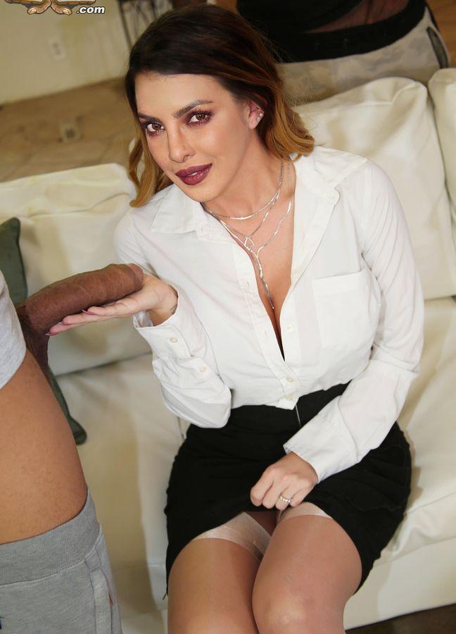 Priyanka Chopra touching Hollywood producer cock without condom