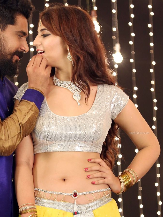 Harshita Panwar low neck blouse nude navel show in hot xxx song