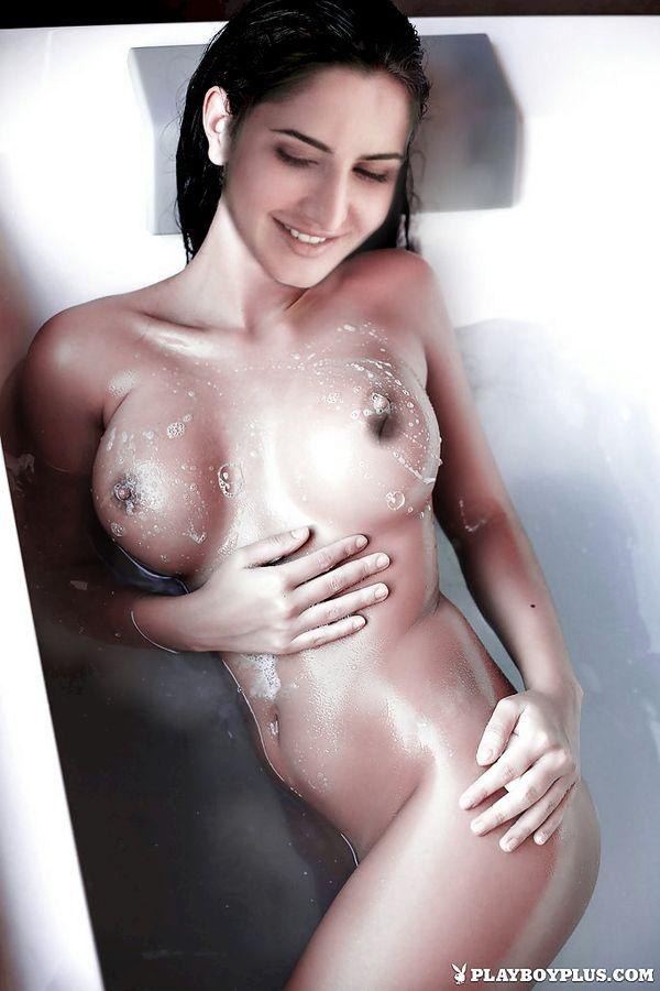 Katrina Kaif naked wet body in bathtub nude bathing xxx indian actress