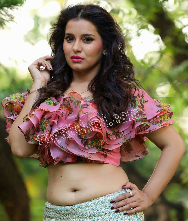 Amrita Acharya nude hot navel sexy milky white hip High Definition Photos