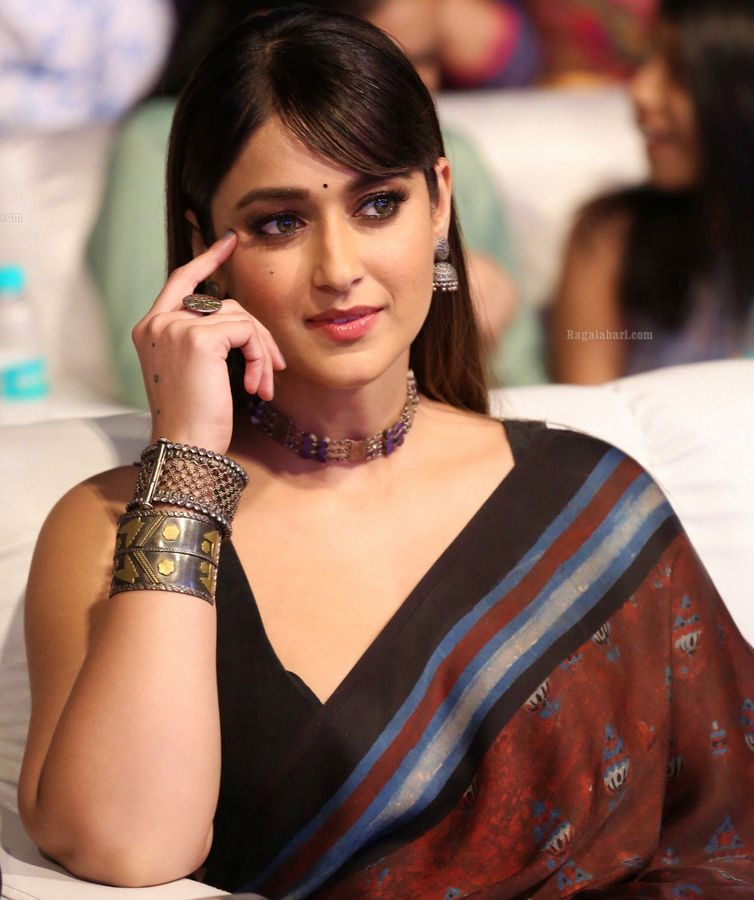 Ileana D'Cruz low neck sleeveless blouse black bra visible nude hot cleavage