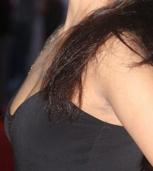 Madhu Shalini sexy boobs shaved armpit naked shoulder sleeveless photo