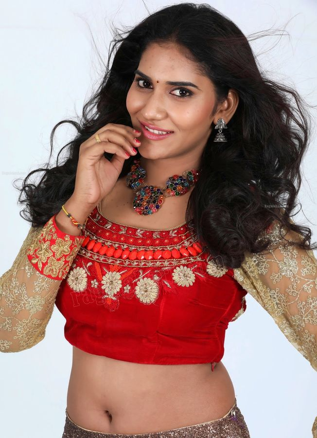 Swapna Sweety deep navel naked hip red hot blouse wallpaper HD