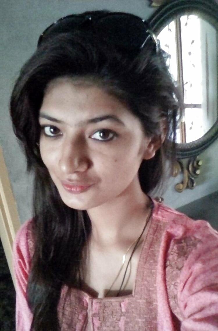 Lakshmi Priyaa Chandramouli nude sex images