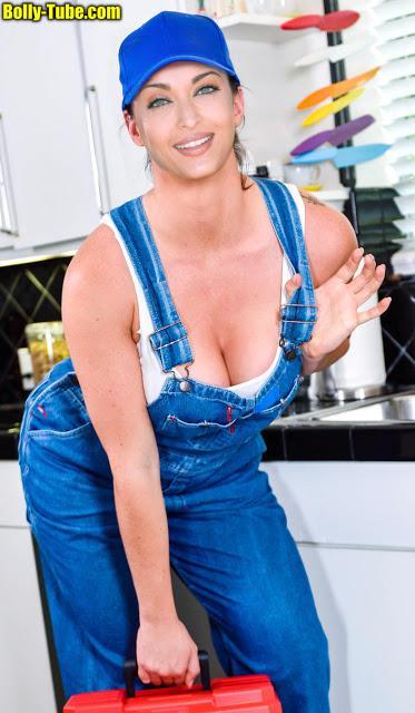 aishwarya-rai-cleavage-nude-big-boobs-hot-pic