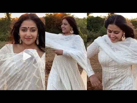 Anu sithara hot cleavage showing|Actress Anu sithara|Mallu hot girl