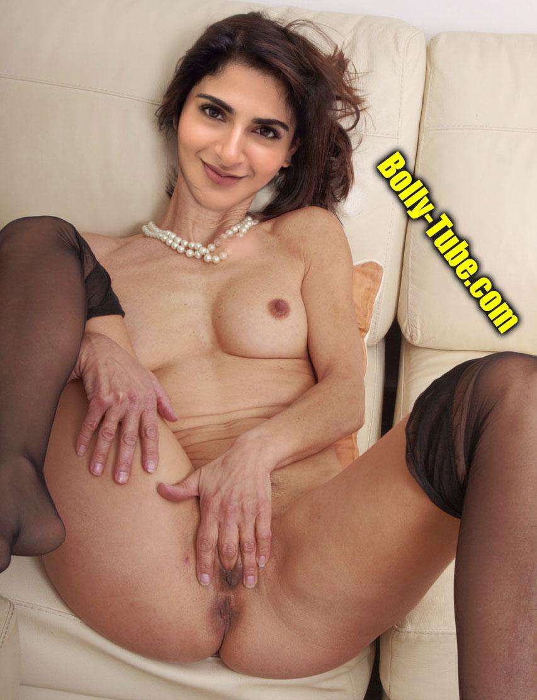 Nude Hot Iswarya Menon pussy fingering photo private seducing director