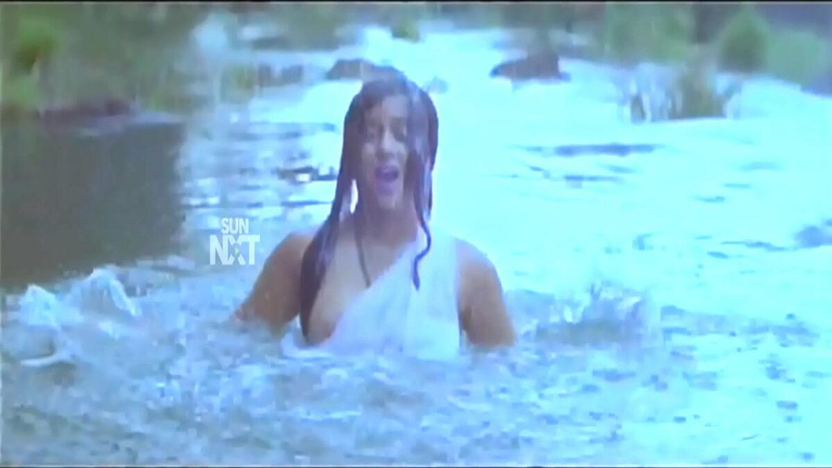 Actress Yamuna nipple slip white saree without blouse video