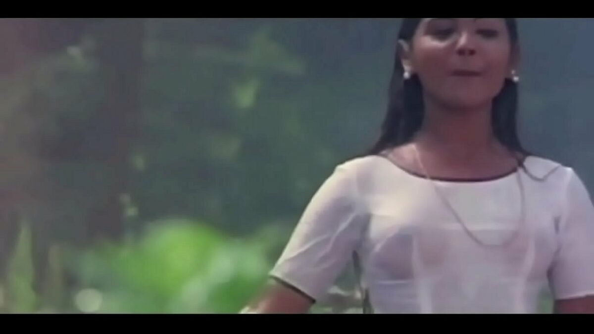 Old Tamil Heroine nipple show white blouse video song
