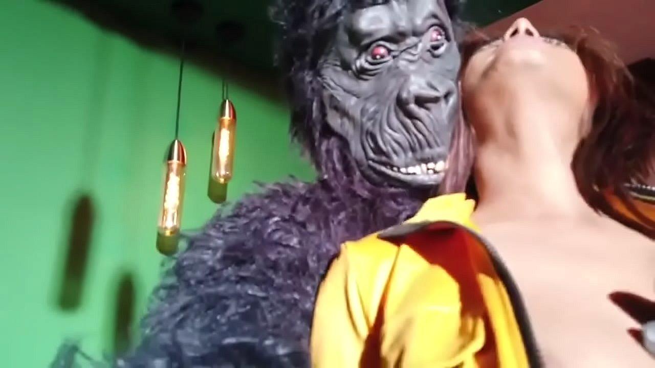 BANANARAMA Poonam Pandey New Video