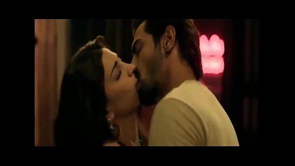 Shruti Hassan Hot kisses & Sexy Romantic Scenes Compilation (1)