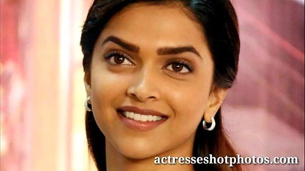 Video.nangiphotos.com Deepika padukone hot sexy cleavage